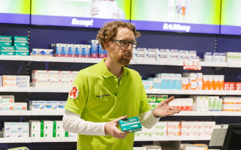Dr. Christoph Gehrke berät in seiner easyApotheke in Mutterstadt