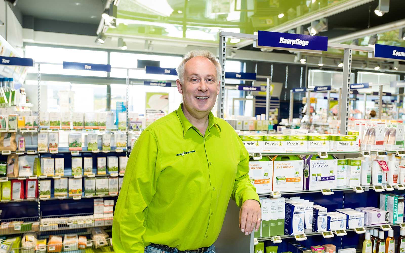 Lutz Steinfurth in seiner easyApotheke in Heinsberg