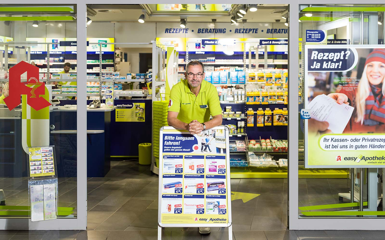 Apotheker Christian Melzer vor seiner easyApotheke Adlershof in Berlin
