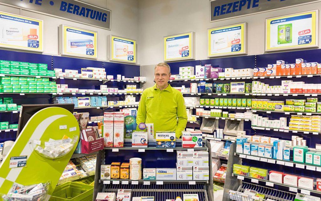 Apotheker Andreas Fritsch in seiner easyApotheke in Landshut