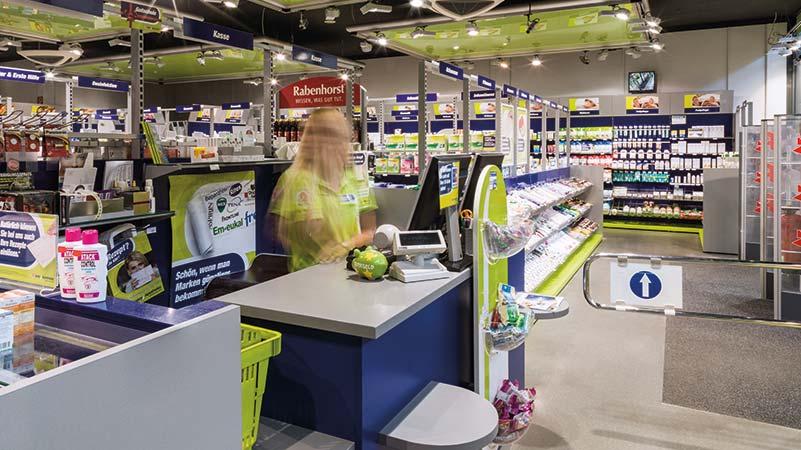 Die separate Check-Out-Kasse und das einzigartige Storekonzept mit Beratungs- und Selbstbedienungsbereich sorgen in easyApotheken für ein besonderes Einkaufserlebnis