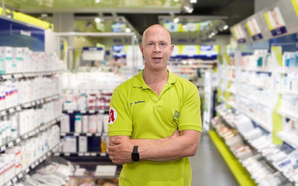 Apotheker Markus Vivell in seiner easyApotheke in Freiburg im Hauptbahnhof