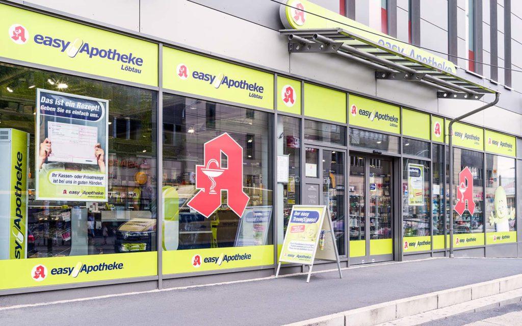 Außenansicht der easyApotheke Löbtau von Apothekerin Alexandra Gerhardt