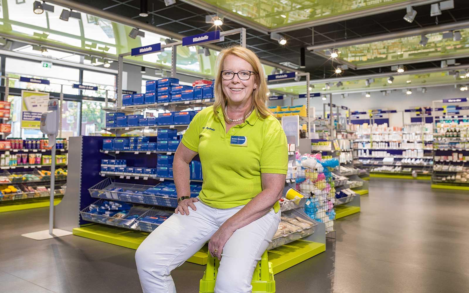 Apothekerin Annelore Bansemer in ihrer easyApotheke in Nenndorf