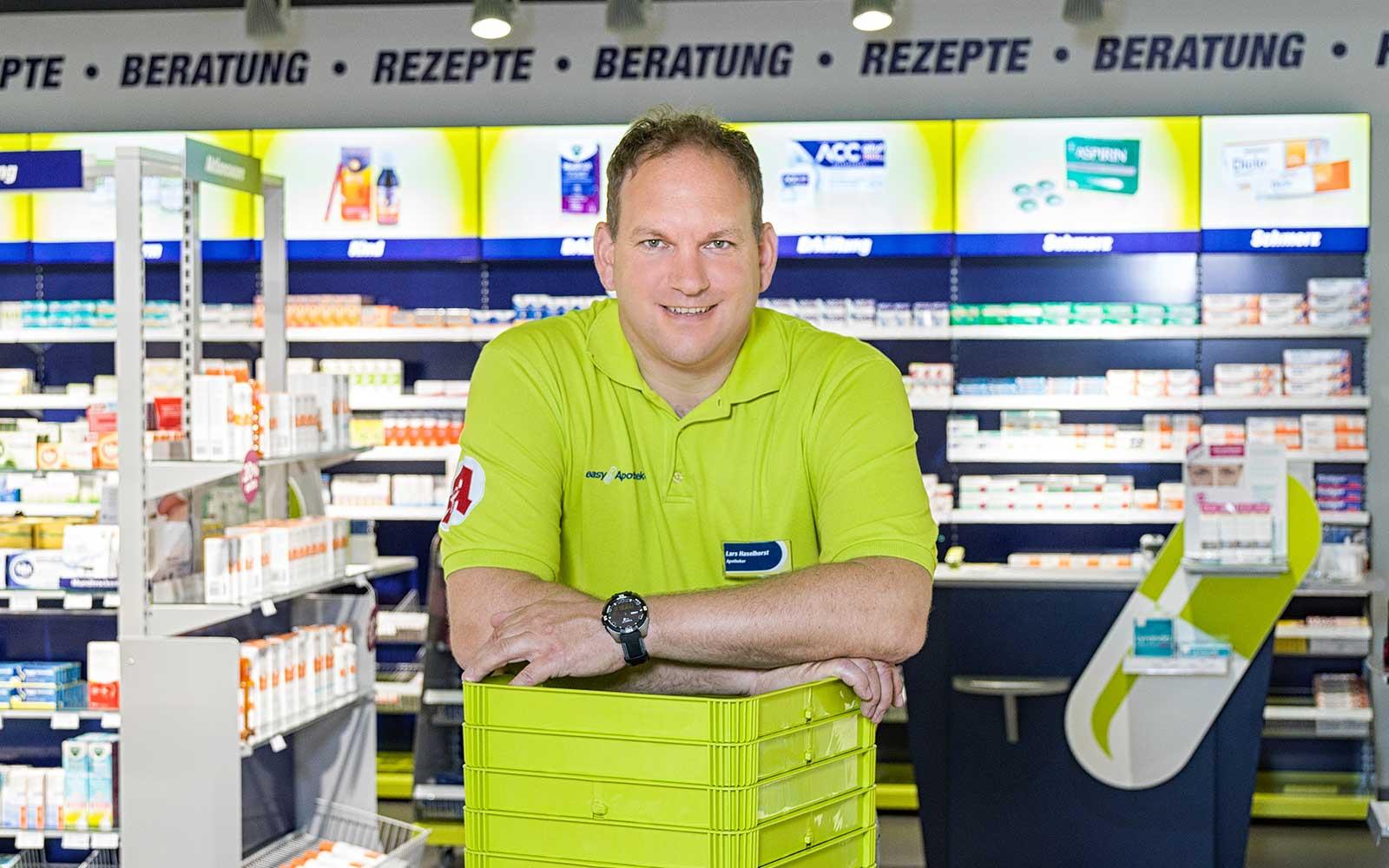Apotheker Lars Haselhorst in seiner easyApotheke in Wolfsburg